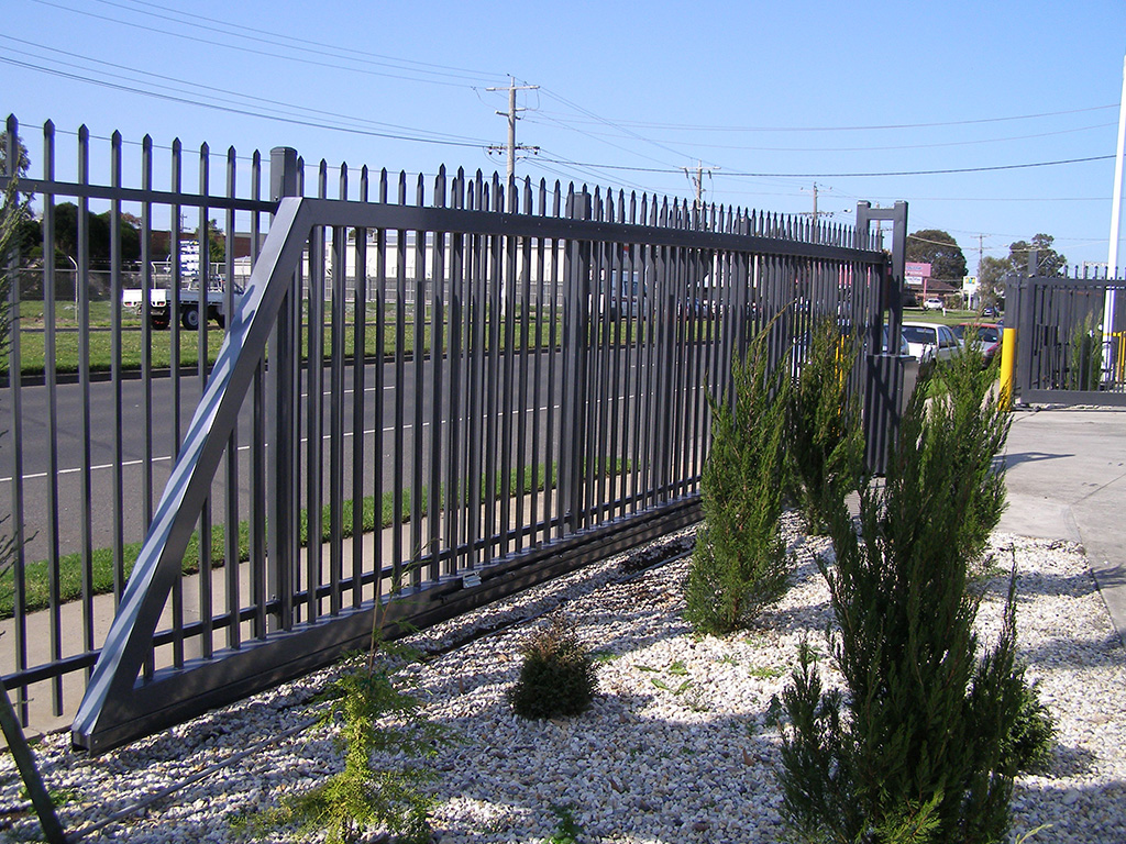 Industrial sliding gates